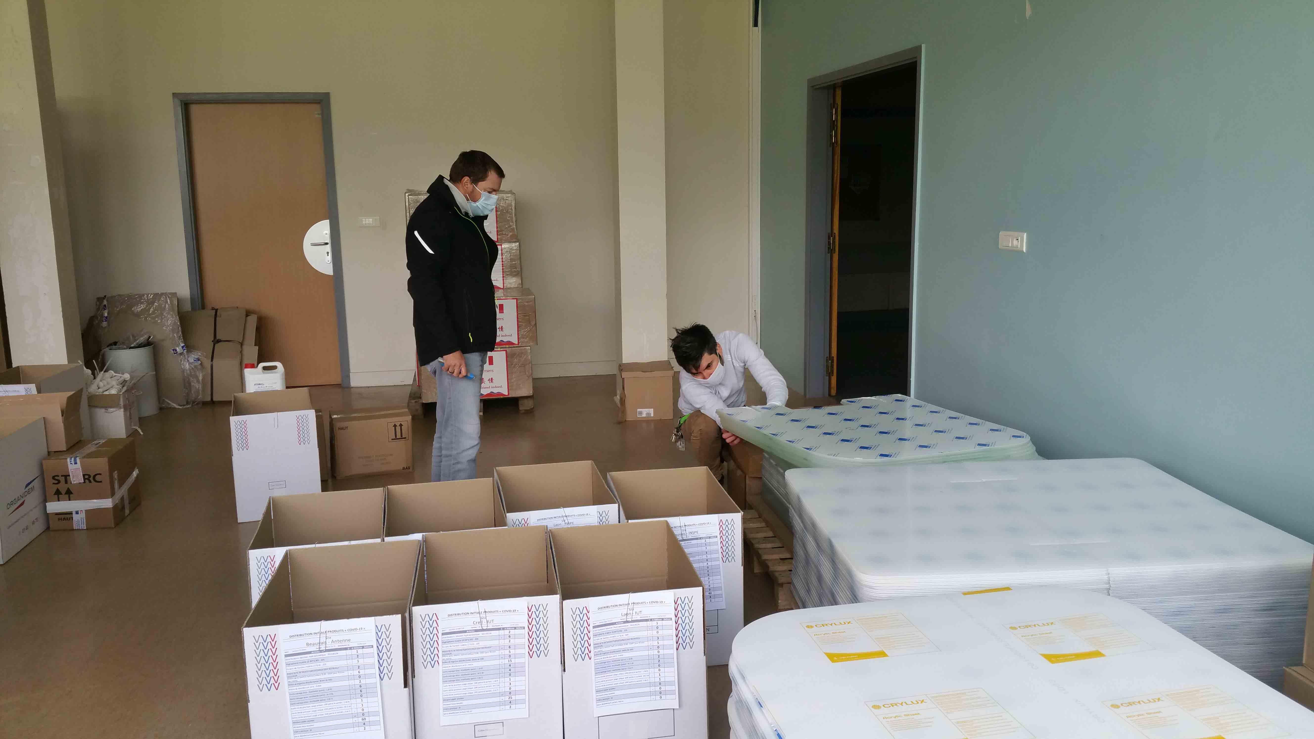Distribution des équipements de protection et des produits désinfectants
